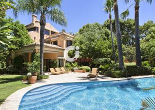 Beautiful villa in Altos de Puente Romano