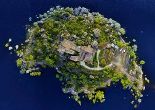 EXCLUSIVE PRIVATE SELF-SUFFICIENT ISLAND WITH LUXURY CLOUDED CASTLE AT ONLY 1 HOUR FROM MADRID.No doubt a